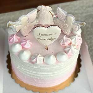 Нежный тортик весом 2 кг для маленького ангелочка, покрытый кремом и верхушку украшают пряники ручной работы!