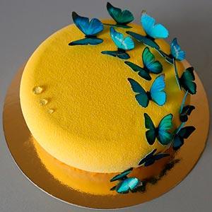 Украсьте свой стол таким сочным и ярким атрибутом! Муссовый торт с минимальным, но таким нежным декором, как бабочки Вес-1кг